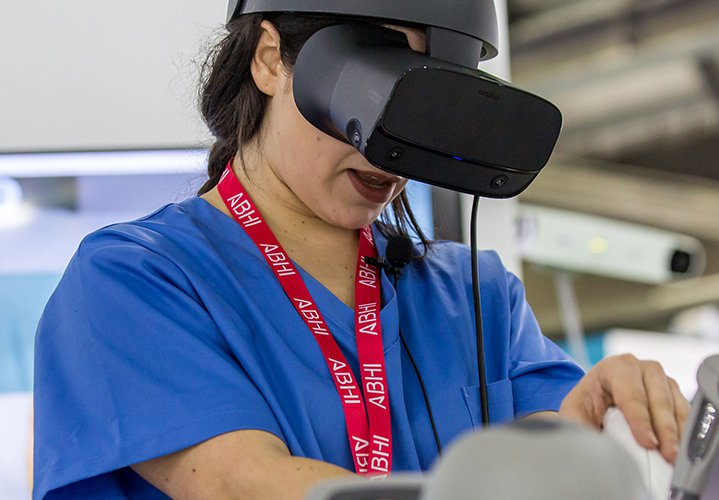 Image showing a woman with a headset working.
